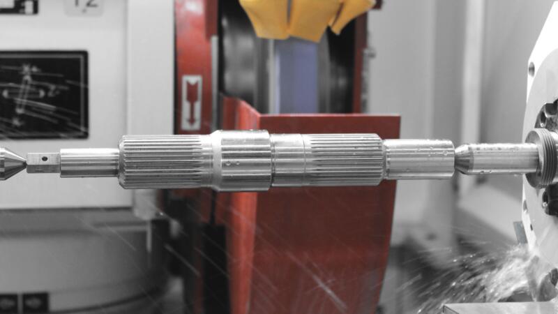 Schleifarbeiten auf CNC-Maschine bei GROB AG