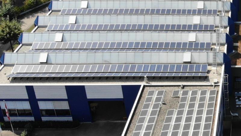 Solaranlage Nahaufnahme Produktionshalle 1 GROB AG